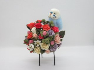 羊毛フェルト セキセイインコと薔薇苺の椅子オブジェ 樹脂粘土 鳥 ゆこりん工房