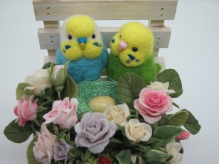 羊毛フェルト セキセイインコの仲良し夫婦 樹脂粘土薔薇苺 オブジェ 鳥 ゆこりん工房