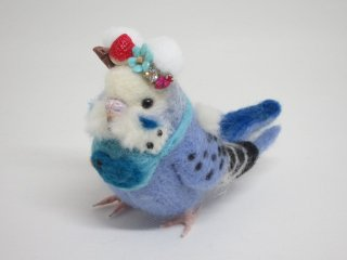 新作 羊毛フェルト熊耳&スタイの可愛いセキセイインコ中雛 ブルー系 ゆこりん工房