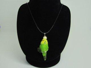 新作 大人が楽しむインコネックレス 四つ葉 鳥 黄緑  ゆこりん工房