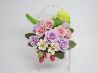 羊毛フェルト 可愛い 寝んねセキセイインコ&樹脂粘土薔薇苺のオブジェ 鳥 ゆこりん工房