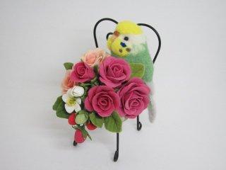 羊毛フェルト セキセイインコと薔薇苺の椅子オブジェ 樹脂粘土 鳥 イエローフェイス黄緑 ゆこりん工房