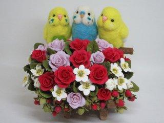羊毛フェルト&樹脂粘土薔薇 仲良しセキセイインコ3羽の薔薇オブジェ ゆこりん工房