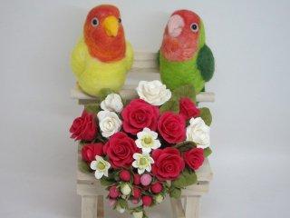 羊毛フェルト&樹脂粘土薔薇 仲良しコザクラインコ2羽の薔薇オブジェ ゆこりん工房