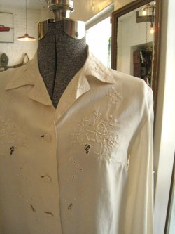 60-70's Embroidery Silk Blouse