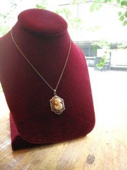 30's 14k White Gold Filigree Cameo Pendant Necklace