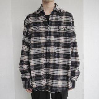 old loose border shirt