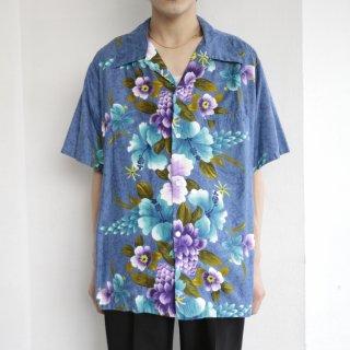 old cotton hawaiian shirt