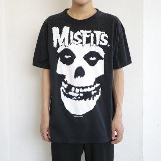 02's misfits tee