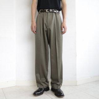 old tuck cotton chino slacks