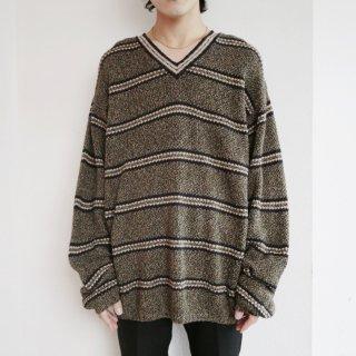 old border loose sweater