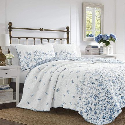 <img class='new_mark_img1' src='https://img.shop-pro.jp/img/new/icons14.gif' style='border:none;display:inline;margin:0px;padding:0px;width:auto;' />限定SALE!Laura Ashley(ローラアシュレイ) プレミアムキルトカバー2〜3点セット*  Premium Ultra Soft Quilt Coverlet Set