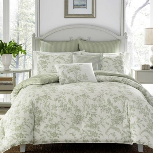 <img class='new_mark_img1' src='https://img.shop-pro.jp/img/new/icons14.gif' style='border:none;display:inline;margin:0px;padding:0px;width:auto;' />Laura Ashley(ローラアシュレイ) グリーンフローラル掛け布団5〜7点セット*Natalie Green Floral Comforter Bonus Set