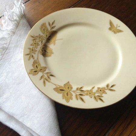 金の盛絵で描かれた飛蝶草花 飾皿 リモージュ
