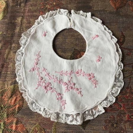 手刺繍のベビースタイ(ピンク)