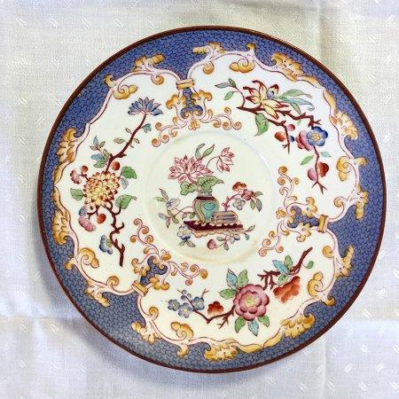 シノワズリ 手描きのオリエンタルな花の小皿 ブルーに花瓶とハス