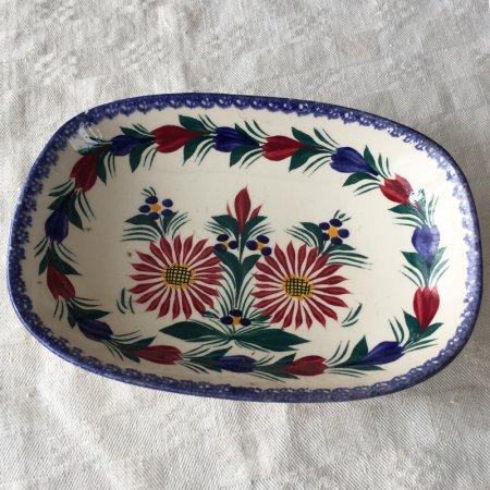 赤と青の花柄 カンペール焼きの長方形プレート アッシュベー フルーリー