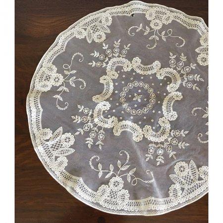 刺繍装飾の円型レースドイリー