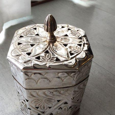 TIN缶 オリエンタル細工 八角形の銀メッキ