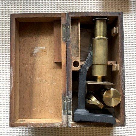 古道具 木箱に入った顕微鏡