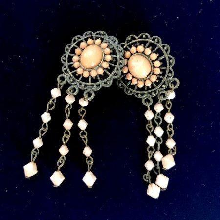 真鍮とコーラルカラービーズのイヤリング