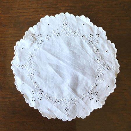 丸ドイリー カットワークと刺繍の花細工