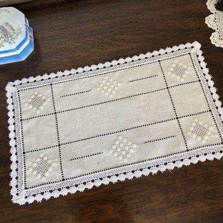 生成色フレンチリネンにカットワーク・刺繍の縁取りマット