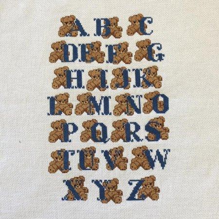 アルファベットとくま クロスステッチ刺繍 サンプラー ハンドメイド