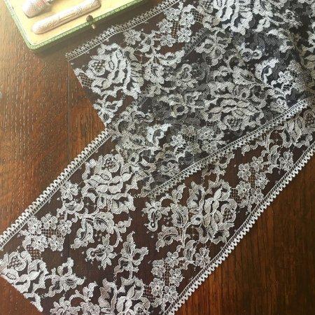 バラ模様のチュール黒レース 巾15.8cm(1m切売)