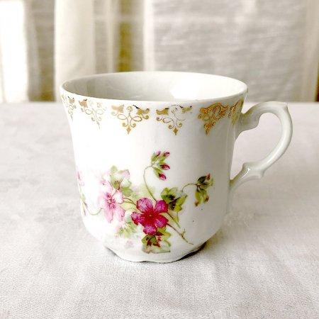 デミタスコーヒーカップ 金採が綺麗なピンクの野花