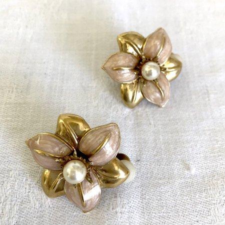 お花の形のイヤリング