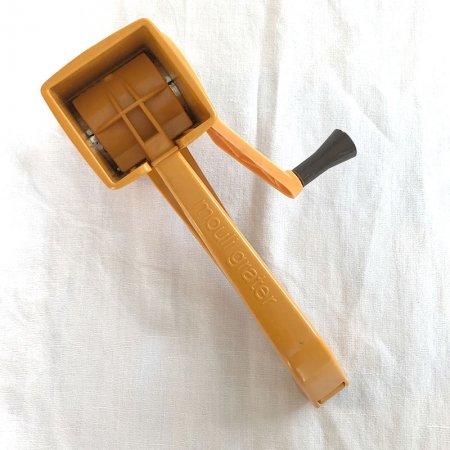 チーズ弾き 手動グレーター mouli grater 黄色 フランス雑貨