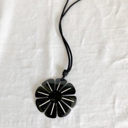 角のペンダント ネックレス 自然素材 花