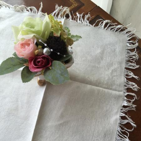 ダマスク織ハンカチサイズのリネン フリンジ付