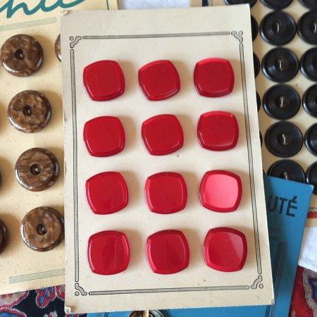 ボタンシート 赤角ボタン12個