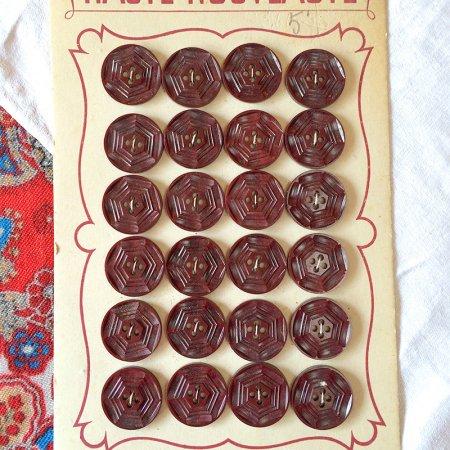 ボタンシート 赤茶色アール・デコ調 24個