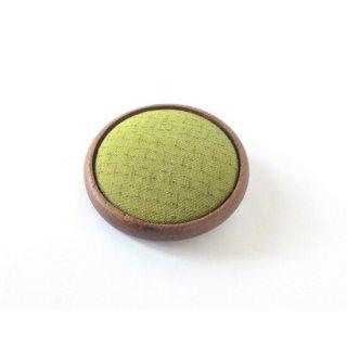【塩沢紬】塩沢織木製ブローチ(丸型) 伝統織物のトップブランド塩沢織の高級アクセサリー(黄緑色)(白色)(桃色)(全3色)