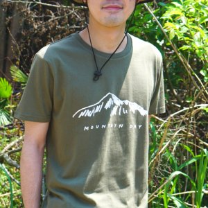 mountain day Tシャツ