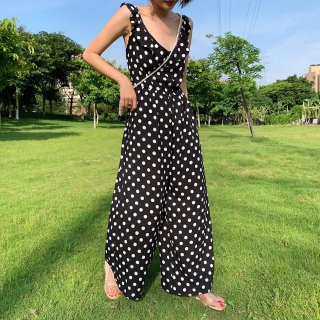 <img class='new_mark_img1' src='https://img.shop-pro.jp/img/new/icons14.gif' style='border:none;display:inline;margin:0px;padding:0px;width:auto;' />DOT JUMPSUIT