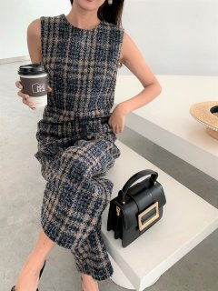 <img class='new_mark_img1' src='https://img.shop-pro.jp/img/new/icons14.gif' style='border:none;display:inline;margin:0px;padding:0px;width:auto;' />BLUE TWEED ROMPER