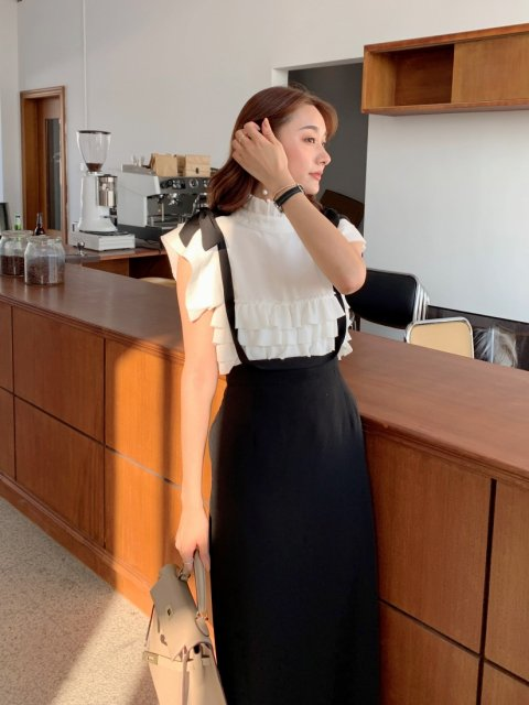 <img class='new_mark_img1' src='https://img.shop-pro.jp/img/new/icons14.gif' style='border:none;display:inline;margin:0px;padding:0px;width:auto;' />RIBBON JUMPER SKIRT