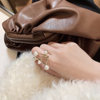 <img class='new_mark_img1' src='https://img.shop-pro.jp/img/new/icons14.gif' style='border:none;display:inline;margin:0px;padding:0px;width:auto;' />EMMA PEARL RING