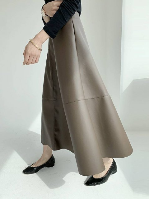 KR レザーフレアスカート