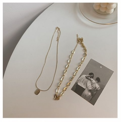 CHAIN NECKLACE 2