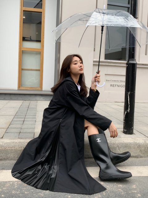 BB SIDE PLEATS RAIN COAT
