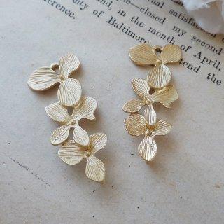 お花のマットゴールドチャーム(2個)