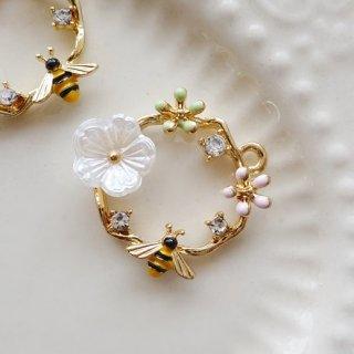 ミツバチが飛ぶリースチャーム(1個)