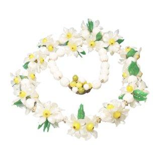 ウエスタンジャーマニー・キュートな白いお花と緑の葉のネックレス