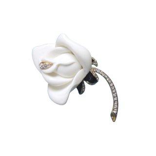 ケネスジェイレーン・白薔薇のブローチ