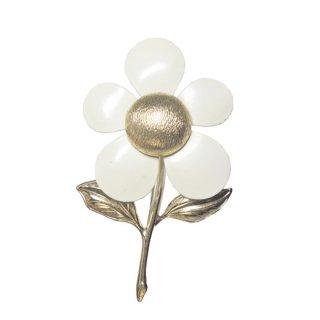 サラコヴェントリー・ラブリーでポップな白いお花のブローチ